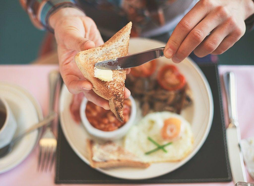woman-eating-breakfast